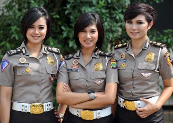 美しい女性警察官1