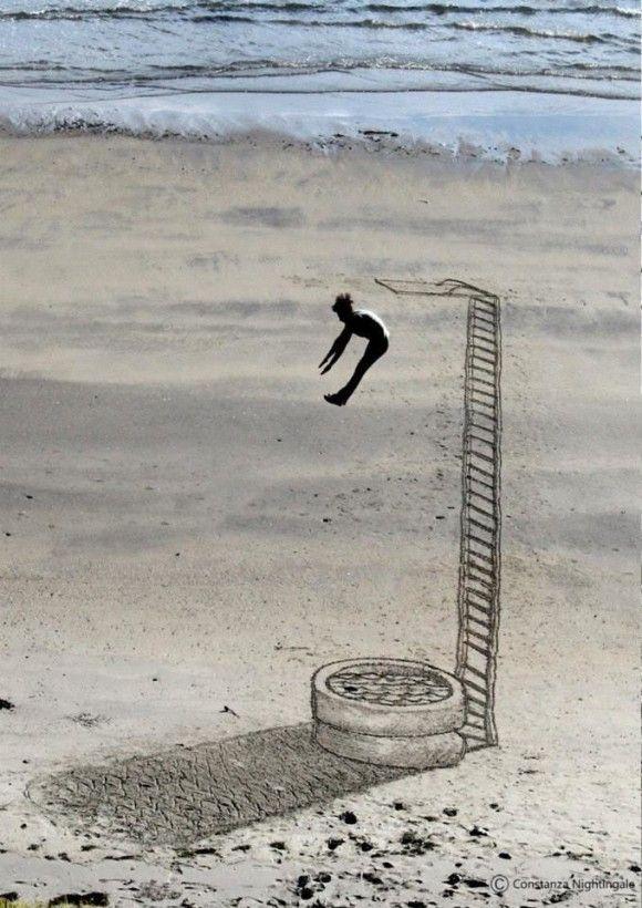 砂浜に書いたトリックアートが凄い7