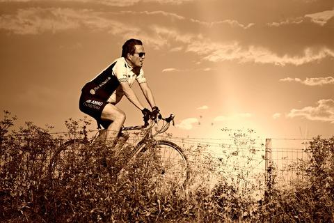 racing-cyclist-3935053_1280