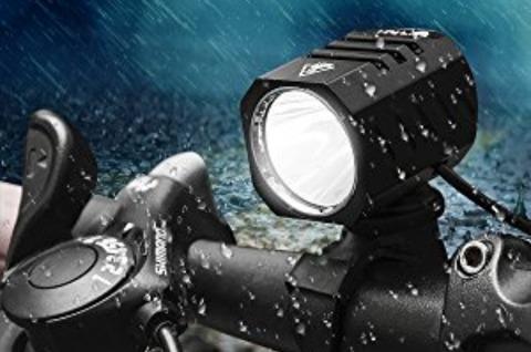 百均の自転車用LED懐中電灯「これは自転車の補助灯としてお使いください、単体では使わないでください」