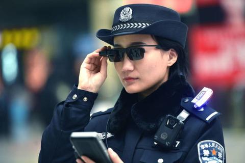 警察「おいこらイヤホン」 自転車ワイ「お前も無線聞いとるやん」