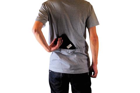 自転車乗りって背中ポケットに何入れてるの?