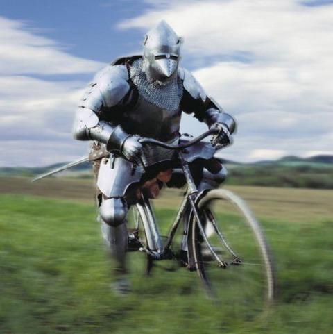 自転車の発明が500年くらい早ければこう言う光景も普通に見られたのだろうか