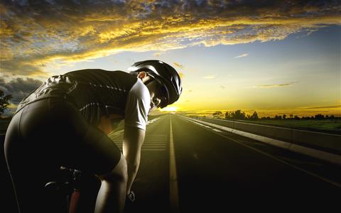 のんびりと自転車で走ってる時、ストーカーしてくる車ってなんなの?