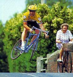 よくロードバイクとか自転車漫画でさ、派手に落車するけどすぐ起こして走り出すやん?