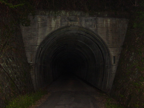 自転車乗り最大の恐怖『トンネル』さん。