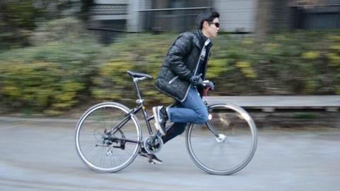 【衝撃】クロスバイクでのんきに走ってたらママチャリ男子にぶっちぎられた