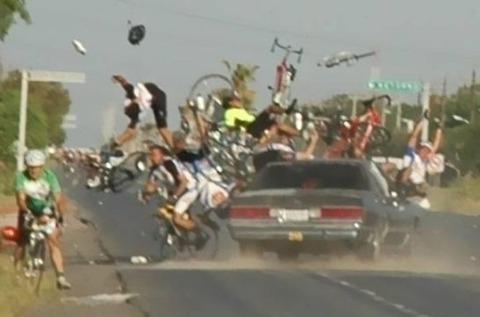 自転車で事故ったことあるやつ