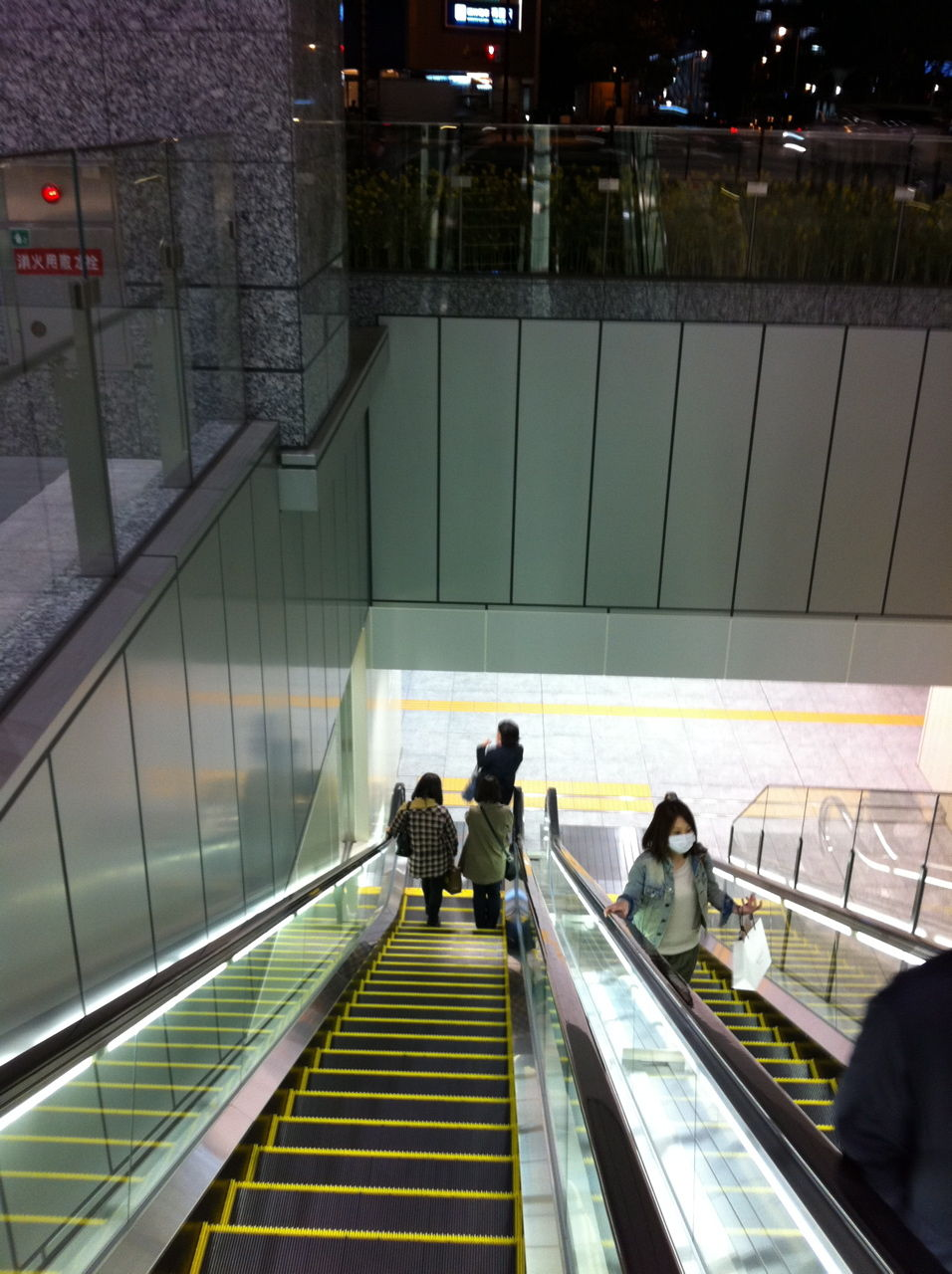 JR大阪駅2階から地下へ直通