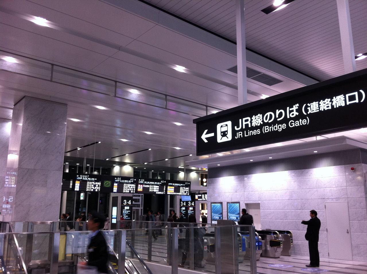 JR大阪駅連絡橋口-1