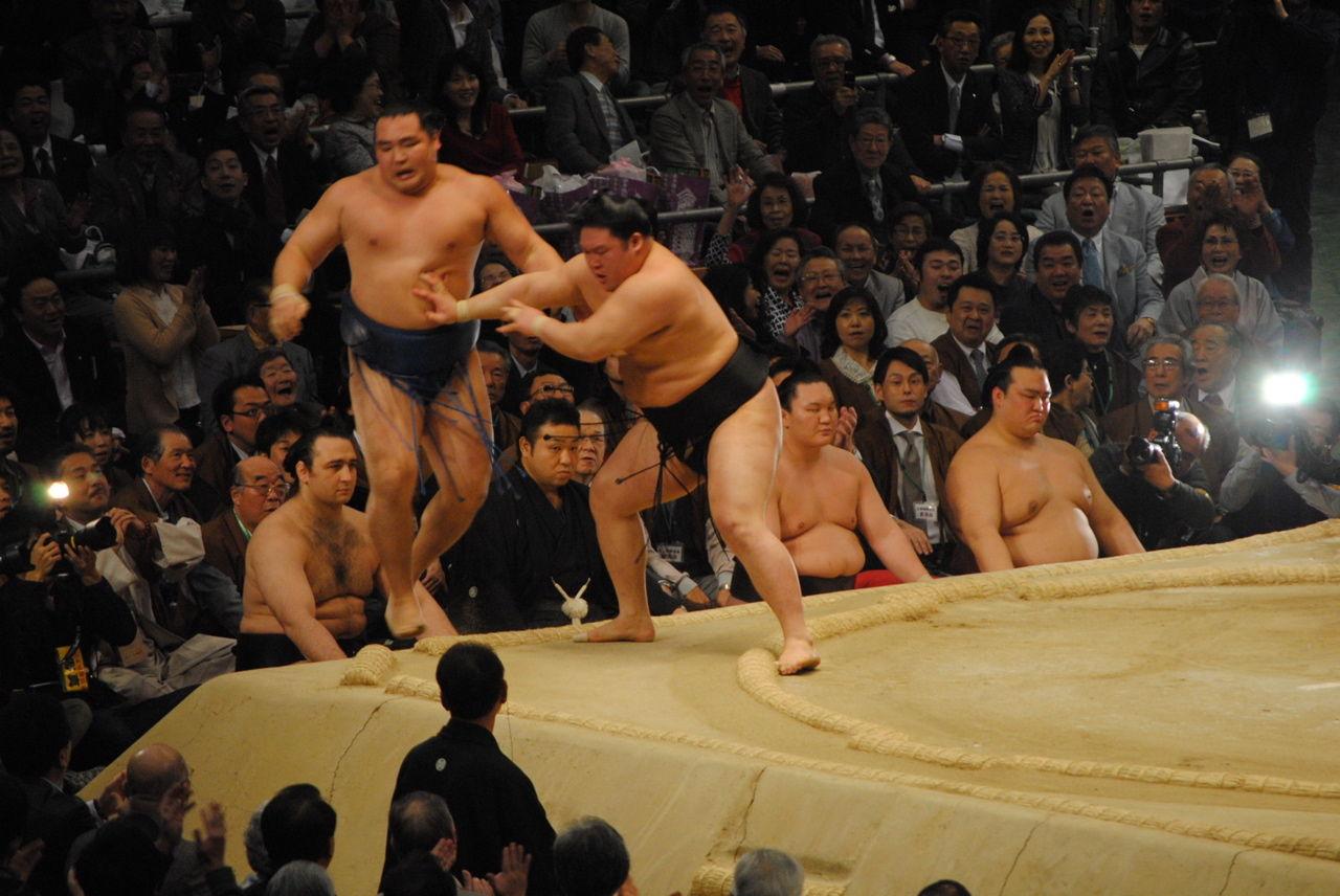 鶴竜×豪栄道 三役揃い踏み。これ以降横綱大関戦。 稀勢の里は琴奨菊との一番で、焦らさ... 平成