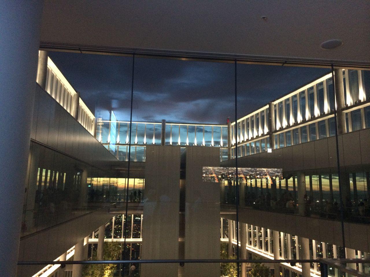 日暮れ時の回廊