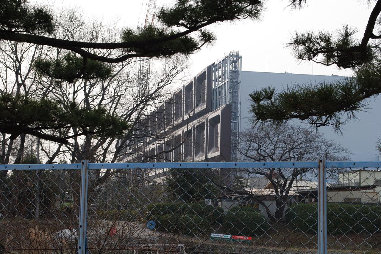 板チョコな明治製菓大阪工場の外観-3