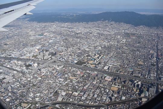 東大阪上空から生駒山を望む