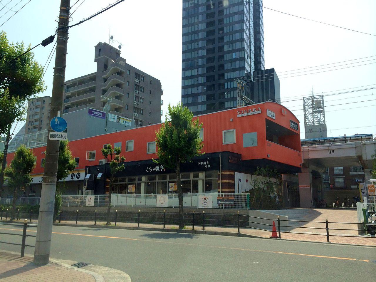 大阪環状線車両モチーフの外観