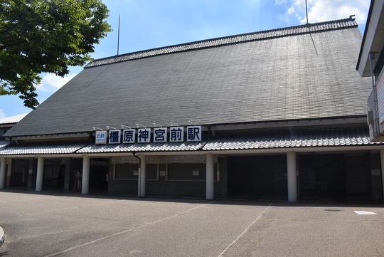 近鉄「橿原神宮前駅」駅舎