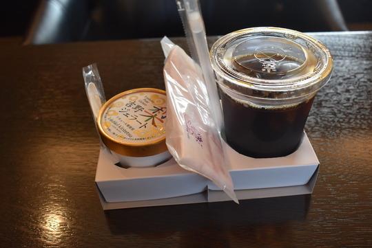 アイスコーヒーと吉野梨のジェラート@青の交響曲
