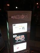 HUB心斎橋店は御堂筋三津寺町交差点南東角、アクロス2階