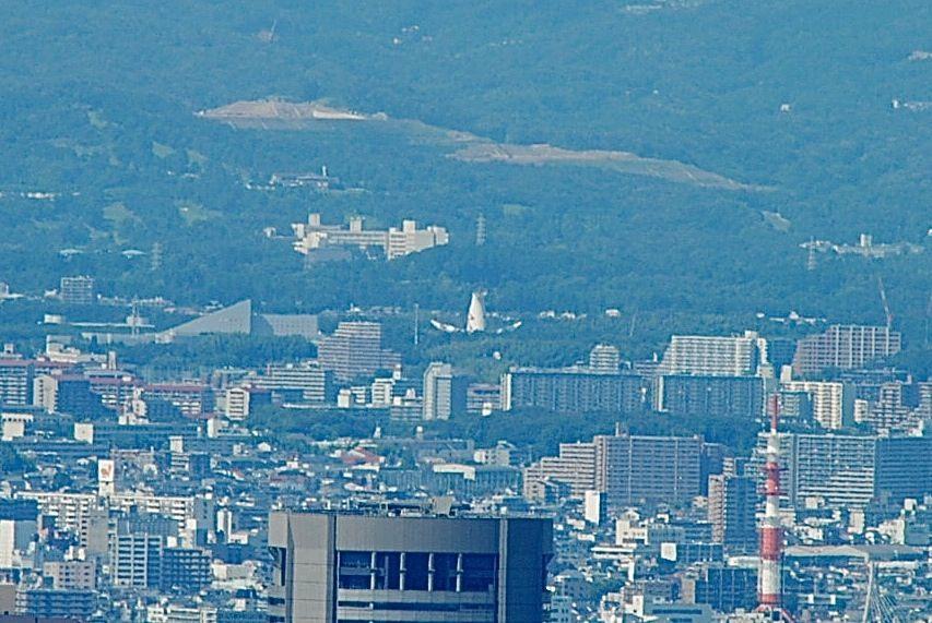ハルカス展望台から万博公園太陽の塔