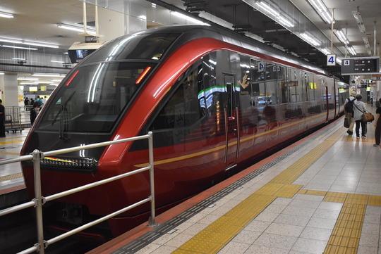 近鉄名阪特急「ひのとり」(大阪難波⇔名古屋)