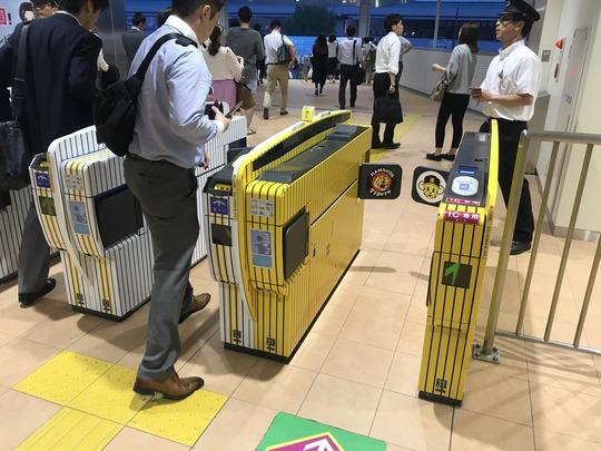 【虎柄】阪神タイガース改札機@阪神電車甲子園駅