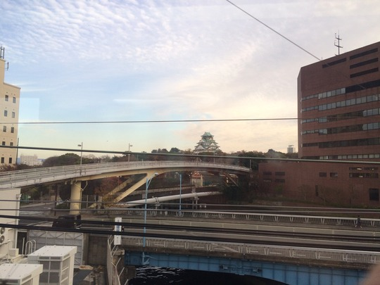 京阪電車の車窓から大阪城天守閣