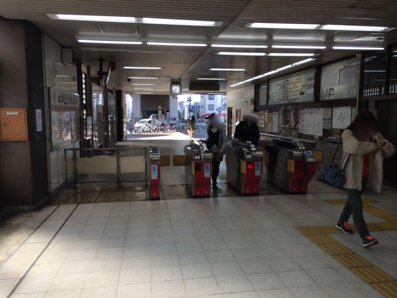 地下鉄谷町線田辺駅改札