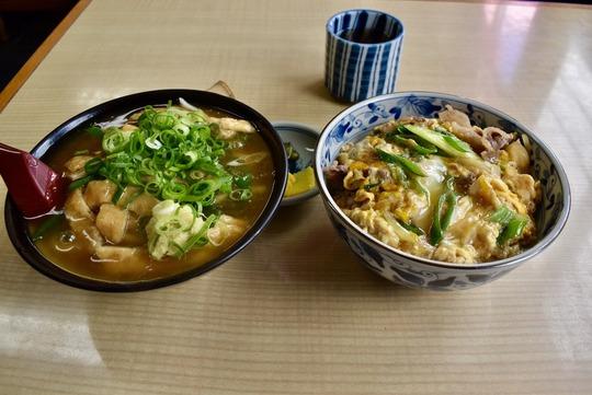 京都の「たぬきうどん」と「他人丼」@殿田食堂(京都・室町東寺道)