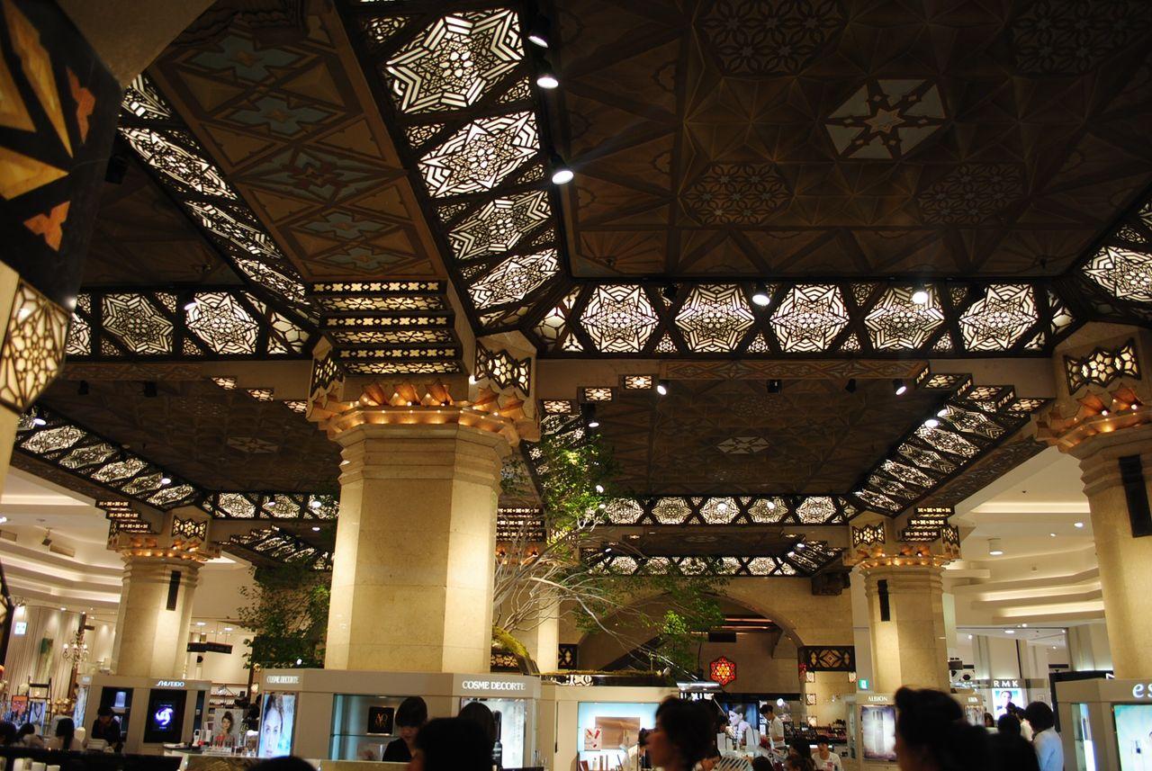 一階化粧品売場天井
