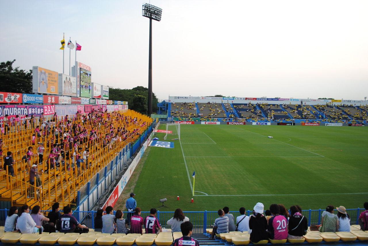 柏ーC大阪(左)