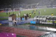 大雨の下でのサッカー