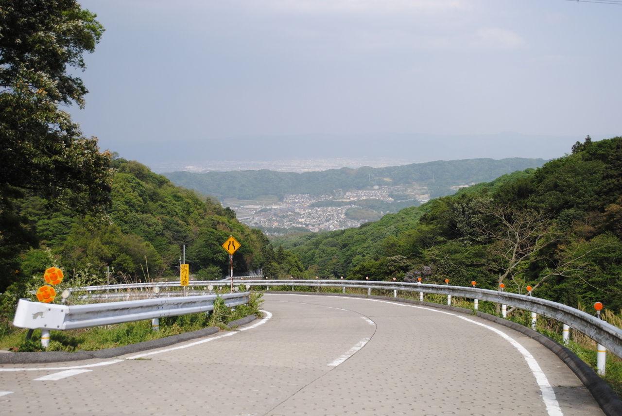 奈良側は緩くて道幅も広い