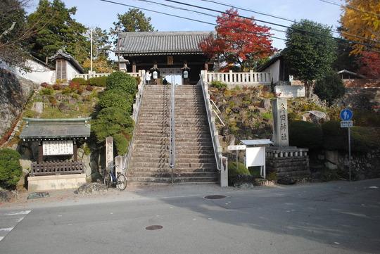 多田神社正面