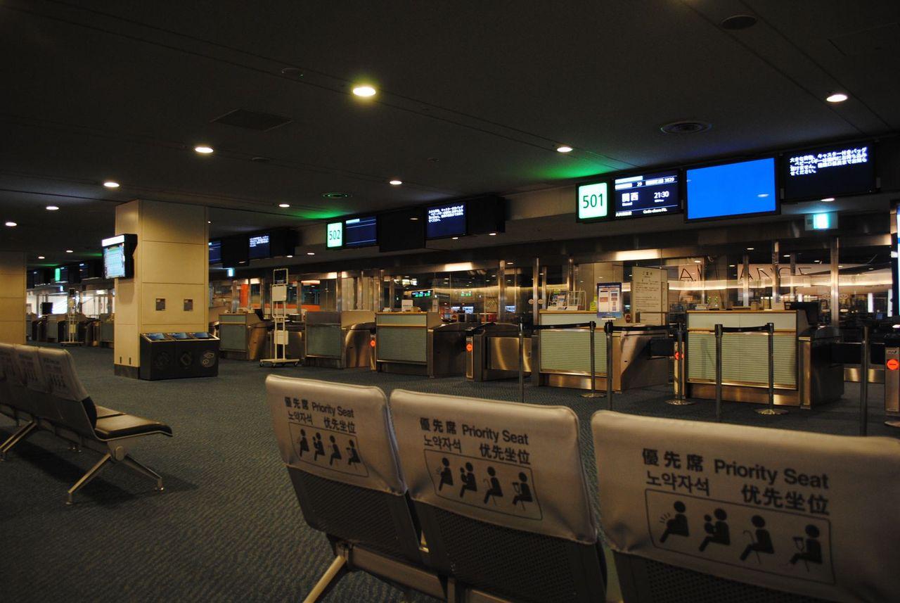 土曜の夜の羽田空港