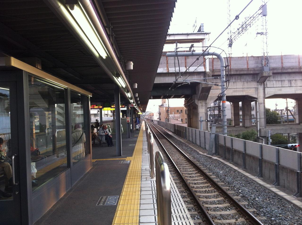 JR河内永和は高架駅