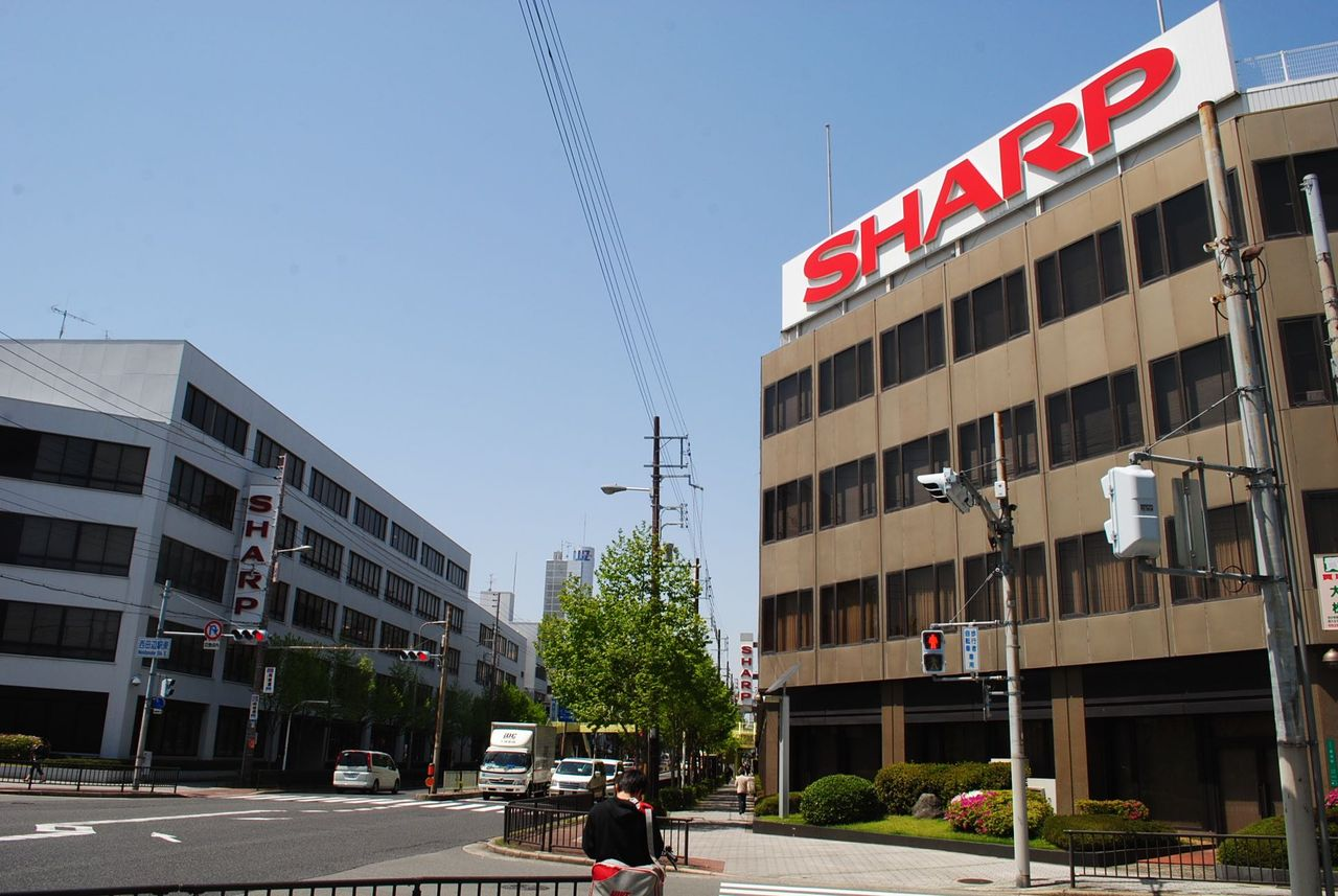 SHARP本社ビルと田辺ビル