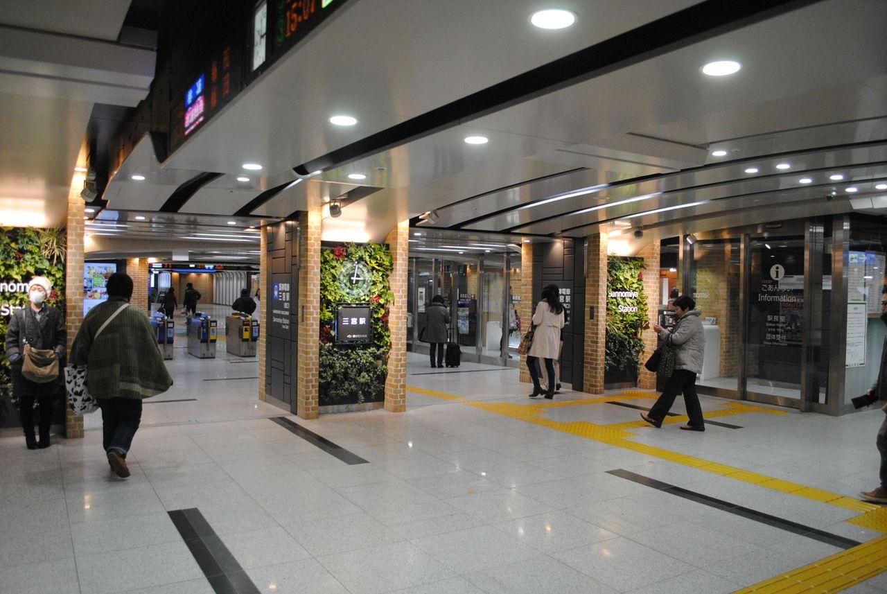 阪神三宮駅西改札前