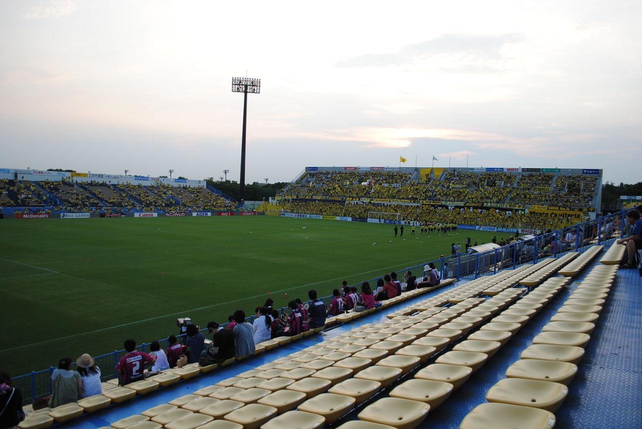 柏ーC大阪(右)