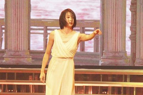 【紅白リハ】元新体操の畠山愛理、胸元ざっくり衣装で妖艶ダンスwww