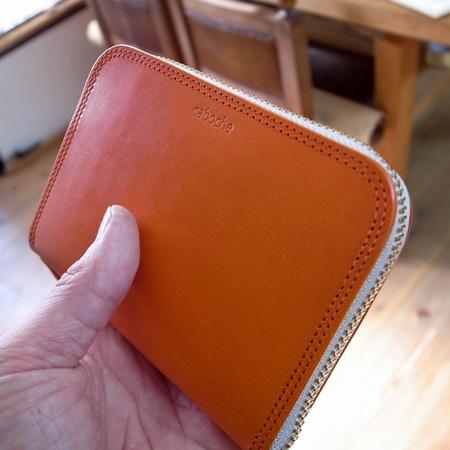 �財布オレンジ斜め