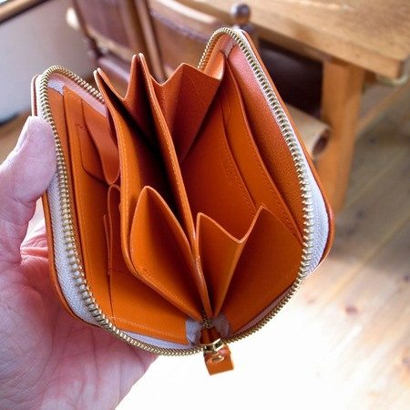 �財布オレンジ開