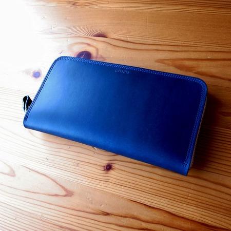 ブルー長財布