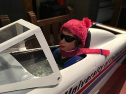 ラジコンパイロットの帽子とマフラー