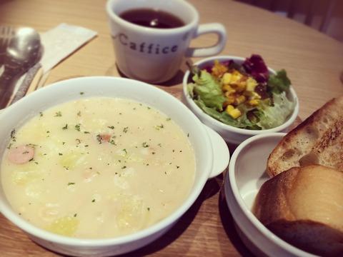 160118大豆とソーセージのサワークリームスープ