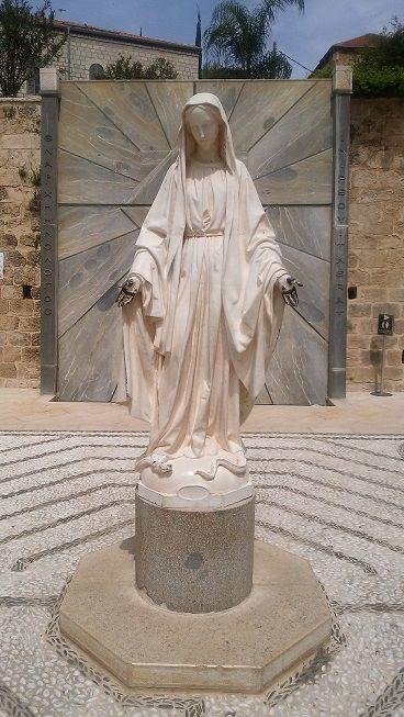 イスラエル-受胎告知教会(マリア様像)