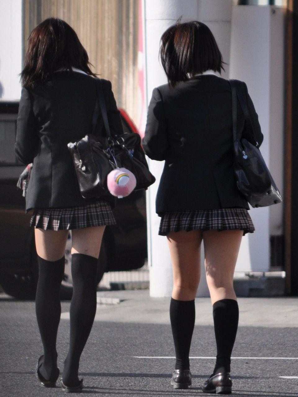 制服ニーソの女子高生 part4YouTube動画>3本 ->画像>502枚