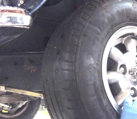タイヤの山ない1