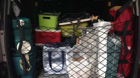 車へのキャンプ用品積込み、後方視界確保できていますか?インテリアバーなら効果大です!
