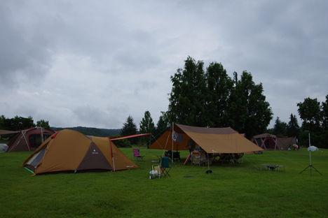 新潟キャンプ2日目は雨。タープを雨仕様にし、三条市観光へ。