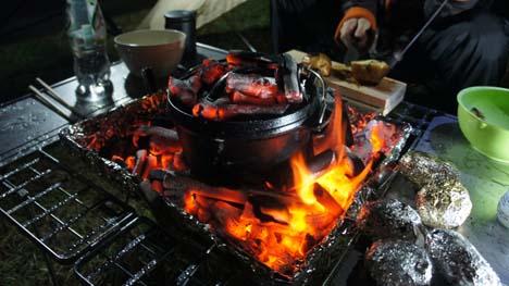 ダッチオーブンを購入するなら、料理が苦手な初心者こそステンレスがお薦め!